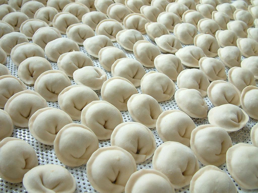 Tiefgefrorene Pelmeni kochen